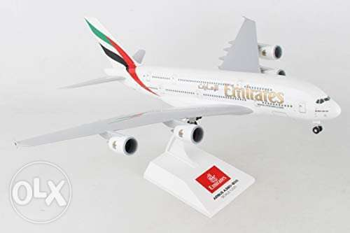 Daron Skymarks Emirates A380-800 Airplane Model Building Kit with Gear