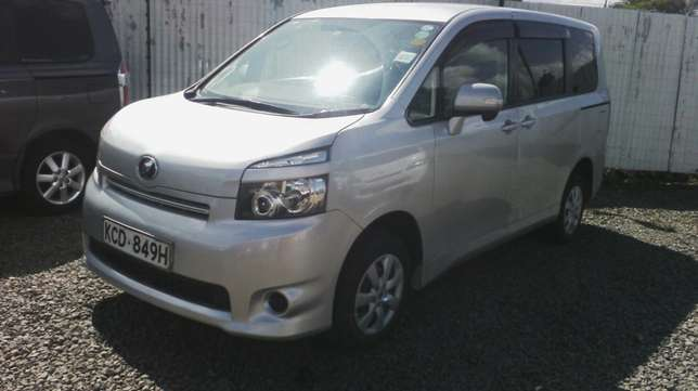 In perfect condition, Toyota Voxy, year 2008. Hurlingham - image 1