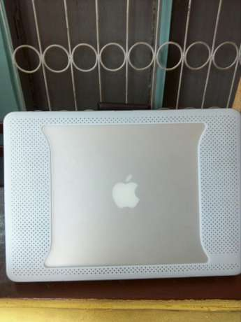 Direct Uk used Macbook air 13-inch, core i5, 4gig Ram+fancy casing Benin City - image 4