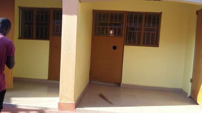 Full self contained house for rent 2 Rooms in munyonyo Kampala Kampala - image 4