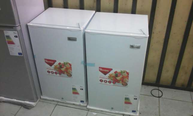 Single door small fridge for sale new and very clean Nairobi CBD - image 2