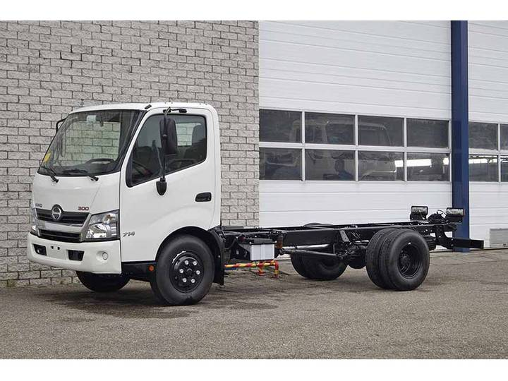 Hino 300-714 4X2 CHASSIS CABIN (2 units)