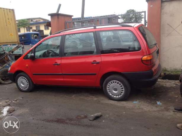 very clean first body Volkswagen sharan full option with A/C chilling Apapa - image 4