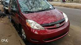 Tin can cleared tokunbo Toyota sienna 06