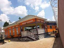 Orange 3 bedroom 2 baths house for rent in Kisaasi town at 1.5m