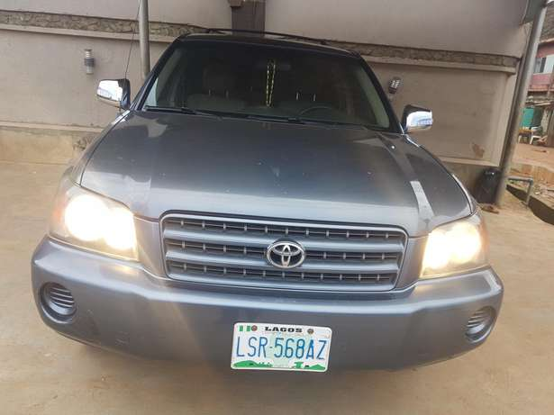 Very clean Toyota highlander 2004 model, first body. Agege - image 1