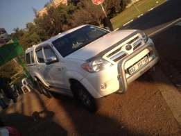 2011 toyota hilux 2.7 white in colour with 110000km R178000