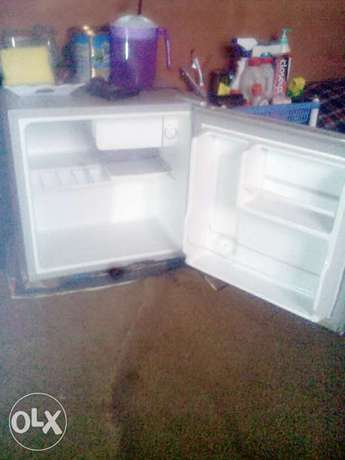 Midea table top fridge for quick sales Ibadan Central - image 1