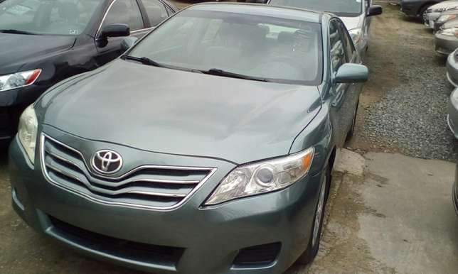 Super Clean 2011 Toyota Camry Lagos Mainland - image 2
