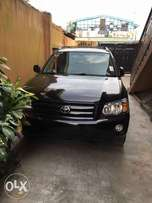 Tokunbo 2005 Toyota Highlander 3rows leather Ltd