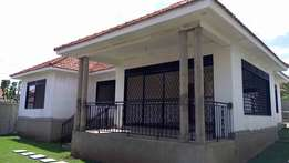Super 4 bedroom 4 baths house for sale in Kiira at 250m