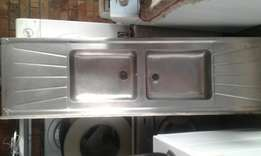 Sink double in good condition R395