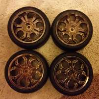 Bargain!! Brand new set of Aluminum Rims and racing tyres for r/c cars