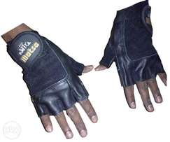Gym glove single strapped