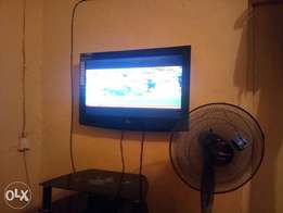 LG TELEVISION 32 inches for sale