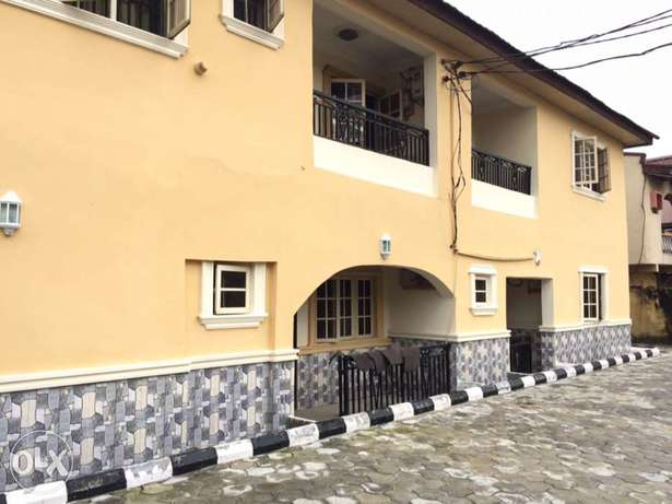 Clean 2bedroom flat to let in Osapa London Lekki - image 1