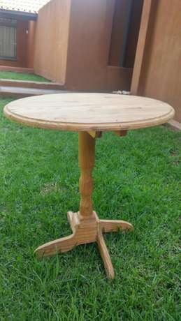 Tables round Lynnwood - image 1
