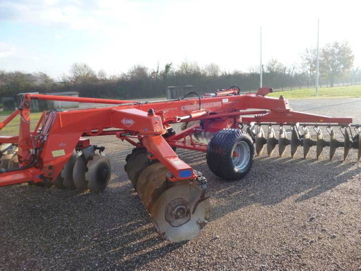 Kuhn discover xm 40 - 2003