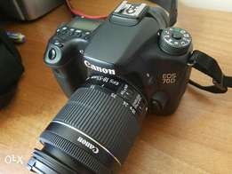 Mint Canon 70D + 18-55mm + extra fast card