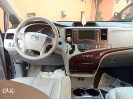 Tons Toyota Sienna 2011 XLE/LIMITED for sale!