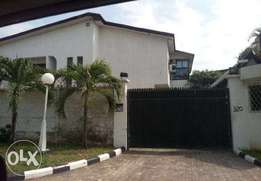 Well finished 6 bedroom detached house(all rooms ensuite)+4room BQ,VI