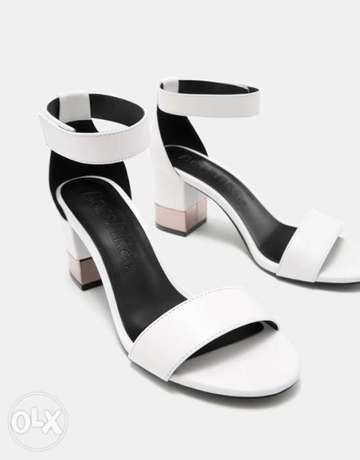 Sandals with ankle strap and metallic mid heels Ikeja - image 2