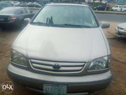 First body Toyota Sienna for sale at giveaway price