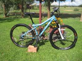 """Mountain Bicycle: GT Avalanche 1.0: Ladies Bike Small 26"""""""