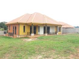 3bedrooms house self contained with 2bathrooms in Kasangati, Wakiso