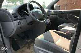Toyota Sienna LE 2005 with DVD player buyer and drive nothing to fix