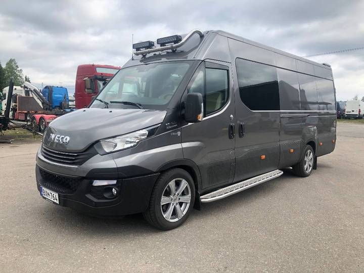 Iveco Daily 35s18a8 1+4hlö Myyty - 2019