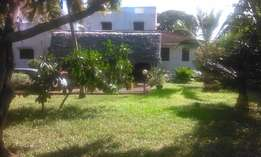 Malindi town 4bedrooms double storey semi furnished on 1/2 acre 4 sale