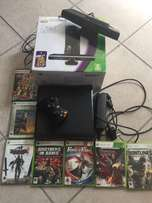 Xbox 360 (4 gb, 1 controller, kinnect, 7 games included)
