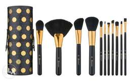 bh cosmetics dot collection 11 piece brush set with polka dot case