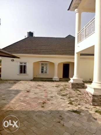 A luxurious 5 bedroom duplex and bungalow for sale. Gwarinpa Estate - image 2