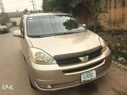 Cheapest neat Nigeria registered Toyota Siena