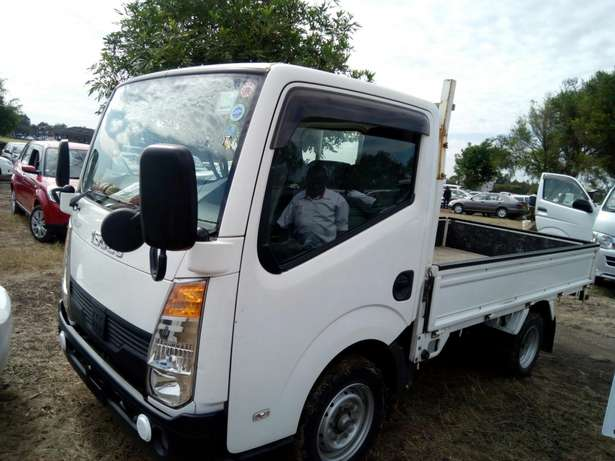 Selling Isuzu elf manual petrol 2000cc year 2010 Dagoretti - image 7