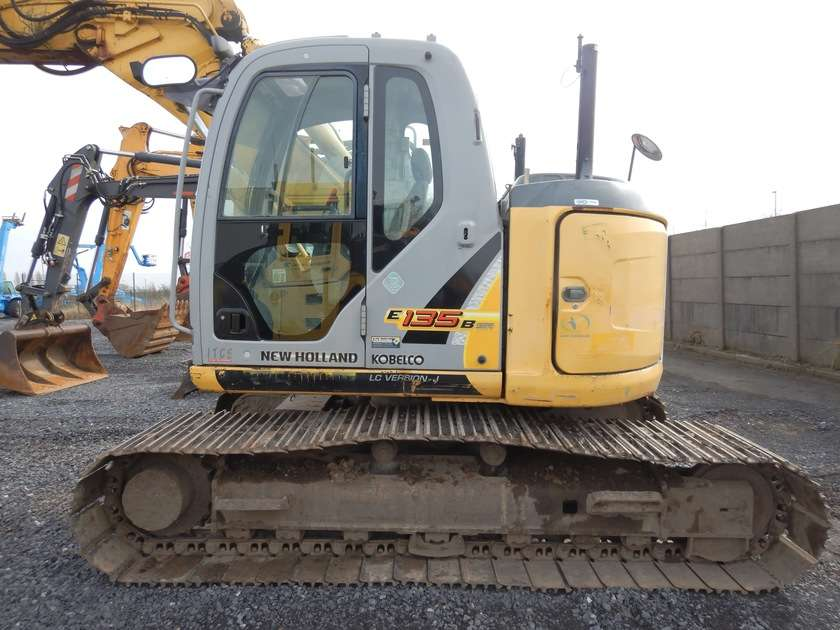 New Holland E135BSR-2 - 2009 - image 5