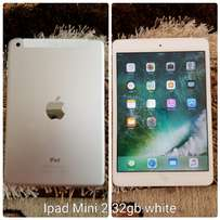 Ipad Mini 32gb white very clean no trade inn