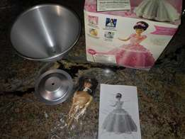 Wilton Cruiser Car and 3D doll pans R400