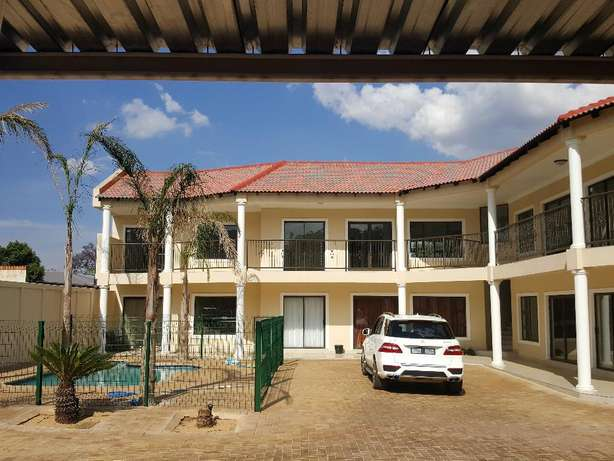 Neat Modern Cluster for rent Benoni - image 1