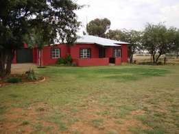 4,2 Ha plot with 3 bedroom house - Highveld