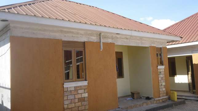 Double room self contained in bweyogerere bbuto at 350k Kampala - image 1