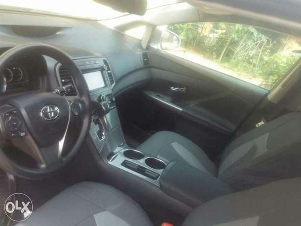 very clean Toyota Venza 2013 with full option Apapa - image 5