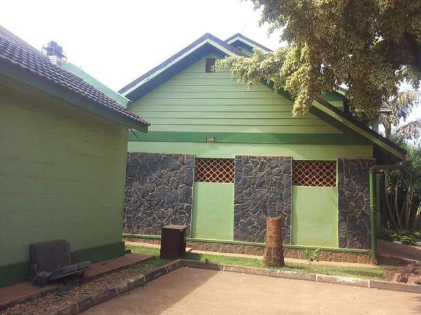 4 bedrooms bungalow for rent Bukoto Kampala - image 1