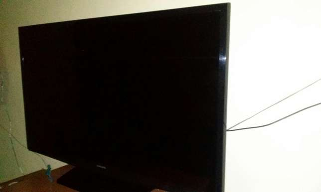 "Samsung LED 32"" TV set Umoja - image 7"