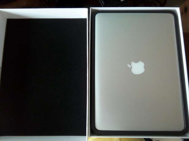 Direct Uk used Macbook air 13-inch, core i5, 4gig Ram+fancy casing Benin City - image 3