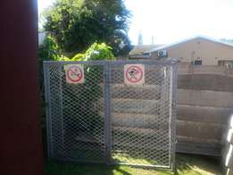 2 door gas cage / Heavy duty palisade gate with posts.