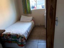 Rooms to rent in queenswood
