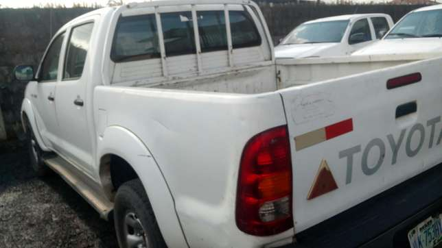 Extremely sharp and sound first body 2009 Hilux with chilling AC Warri South - image 3